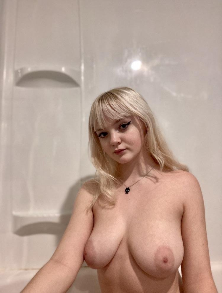 SexyBust from Reading,United Kingdom